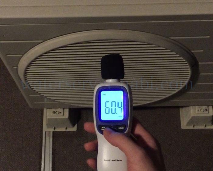 室外機の音を騒音計で測定
