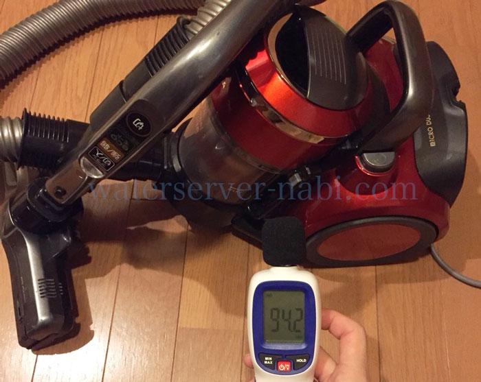 掃除機の音を騒音計で測定