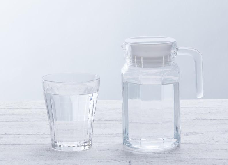 睡眠前はいつ、どのくらい水を飲めばいいの?