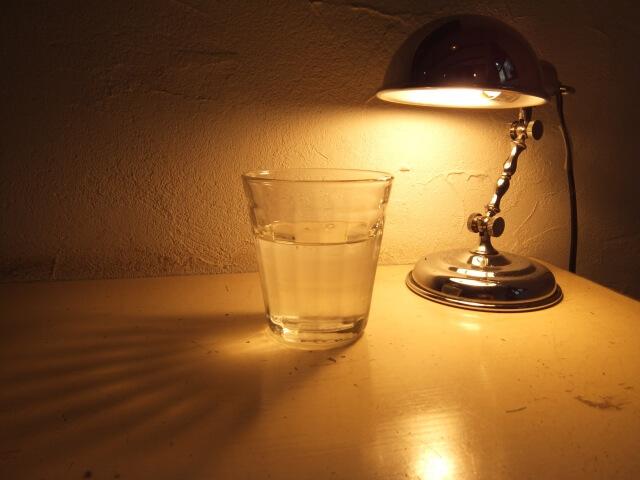 寝室での一杯の水
